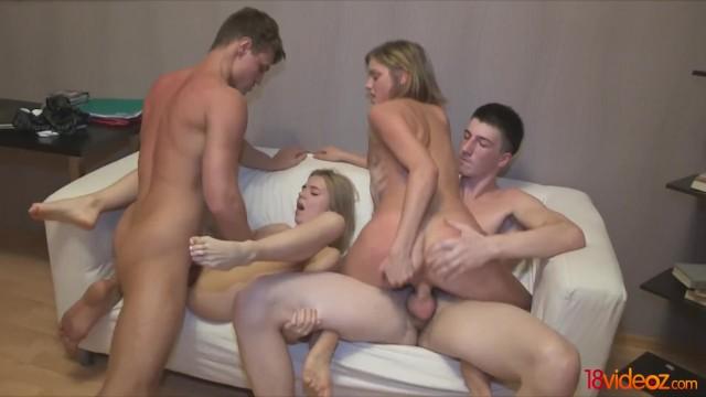 Безобидная игра превратилась в грязную групповуху русских блондинок с парнями