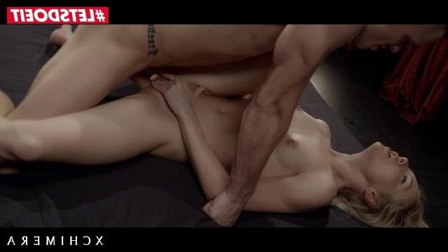 Блондинка Алесия Фокс получила реально крутой приз с массажем и эротичным сексом