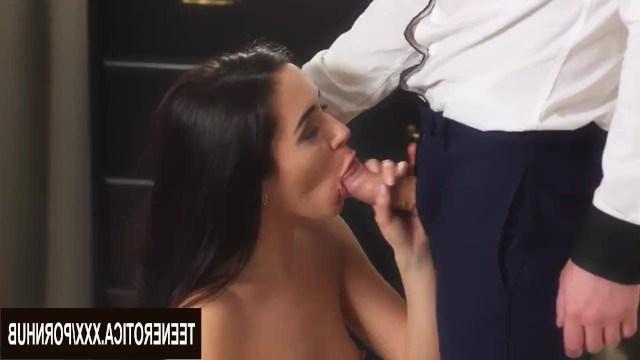 Брюнетка долго дразнила парня своей попкой, а потом наконец впустила его в анус