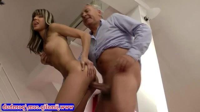 Дедушка обожает свою знаменитую внучку Gina Gerson и устраивает ей инцест