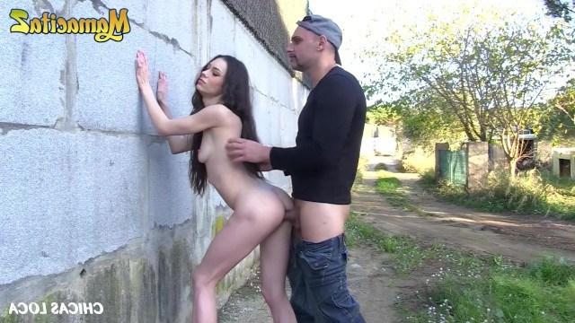Девке понадобились деньги заграницей поэтому она трахнулась с пикапером на улице