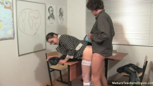 русское порно ученики ебут учительницу видео ролики