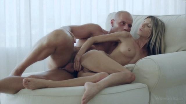Джина Джерсон проказничает с русским ловеласом и долбится с ним в анал