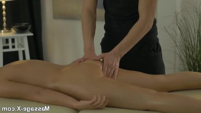 Эмма Браун не ожидала настолько классного массажа, что даже согласилась на секс