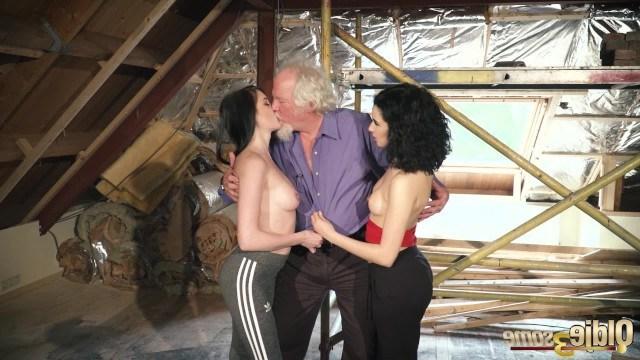 Kiara Gold обожает своего дедушку и уговаривает подругу на групповуху с ним