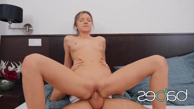 Красивая и стройная Джина Джерсон балдеет от яростного секса с бойфрендом