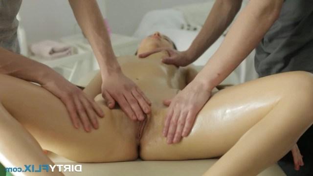 Массажисты Развели Сучку На Секс