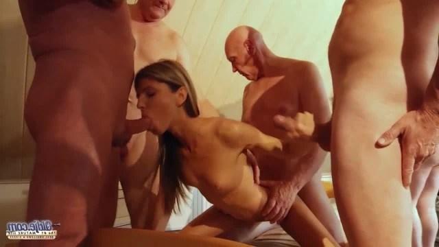Молодая Джина Джерсон лижет жопы русским мужикам и ебется во все щели
