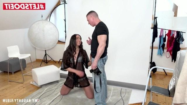 Молодая модель привыкла плаить за фотосеты с помощью развратного секса