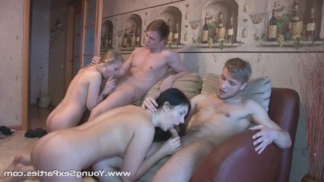 Молодые парни устроили горячую свингерскую вечеринку и обменялись партнершами