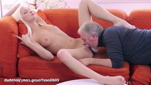 Olivia Devine пощекотала усами старика свою пилотку и устроила секс