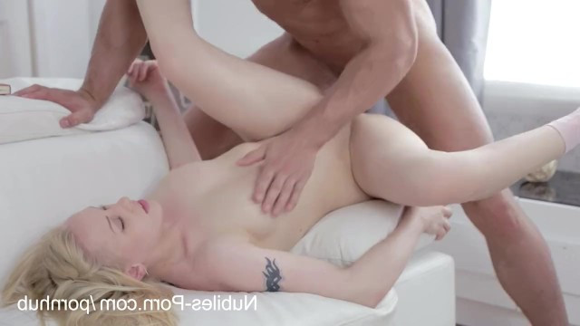 Парень наделяет молодую Лолита Тейлор моментами эротики во время секса