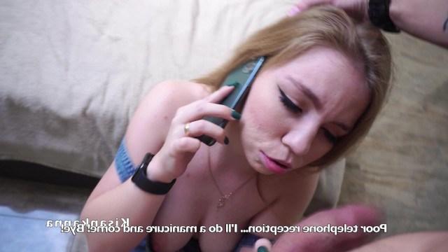 Пока красотка разговаривает по телефону с парнем любовник ее жестко ебет