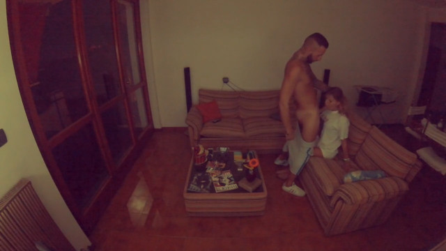 Ревнивая жена установила скрытую камеру и засняла измену жены с любовницей