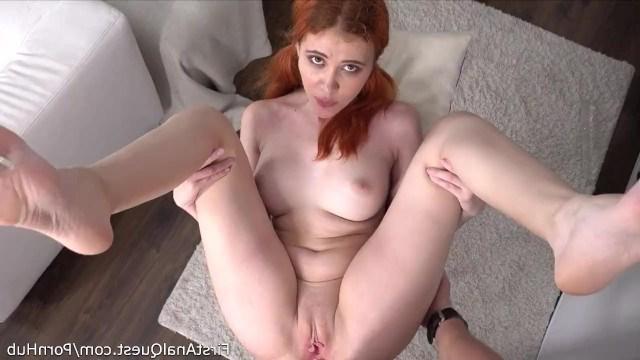 Рыжая девка считает, что только анальный секс может доставить бурный оргазм