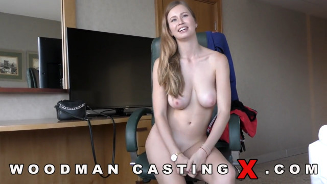 Телка пришла на кастинг Вудмана со своим парнем, чтобы показать ему бурный секс