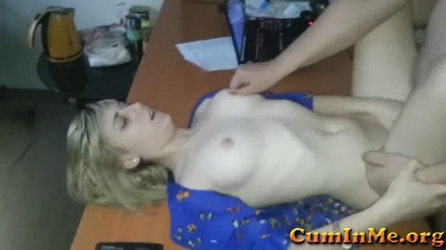 В обязанности красивой русской секретарши входит жесткий секс с толстым боссом