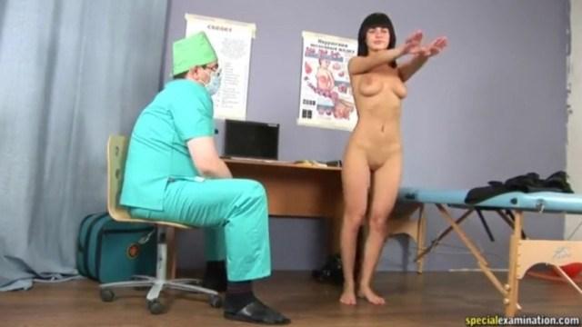 Врач заставил молодую пациентку раздеться и облапал ее во время осмотра