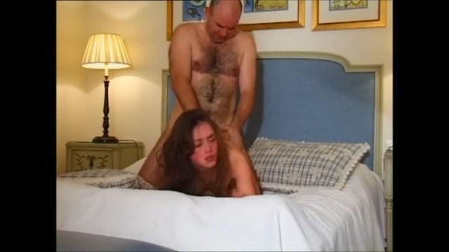 Вудману так понравилась девушка, что он самостоятельно трахнул ее анал