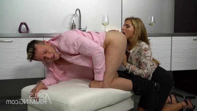 Женушка отлизала любимому мужу анал в обмен на развратный секс